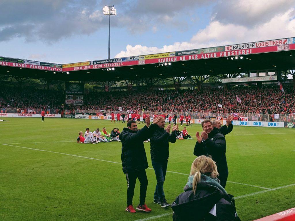v.l.n.r. Andreas Kronenberg, Patrick Baier, Lars Vossler und Christian Streich bedanken sich bei den Fans.